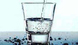 Beber água melhora a digestão, regula a pressão e ajuda a emagrecer