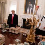 Trump paga pizza e hambúrgueres na Casa Branca devido ao 'shutdown'