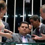 Calheiros desiste e aliado de Lorenzoni vira presidente do Senado